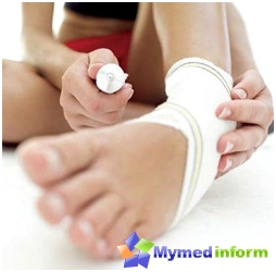 The first thing you can do to treat ingrown toenail is to use ointments and dressings