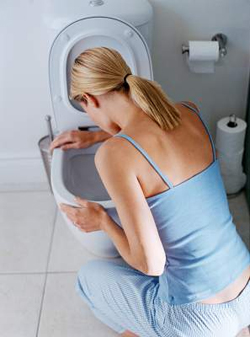 Токсемија се може манифестовати као благи мучнину или повраћање, који брзо пролази