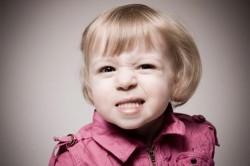 bruxismo, los niños, las enfermedades de los niños, los dientes rechinando los dientes, cuidado dental