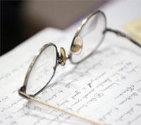 des lunettes ou des lentilles de contact
