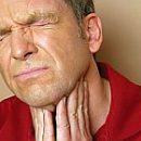 ból gardła lub zaostrzenie przewlekłego zapalenia migdałków