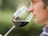 Die Heilung für das Alter: ein Glas Wein bringt Jugend und Gesundheit!