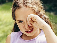 Eye injury in a child: first aid
