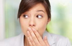 causas e tratamento do mau hálito