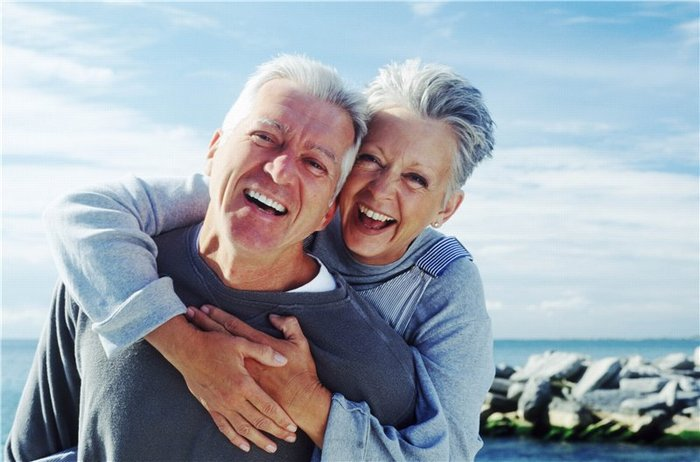 Један старији човек у друштву: како да му помогнем