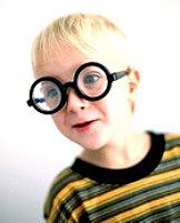 Το παιδί έχει albinism - προσέξουμε νυσταγμό