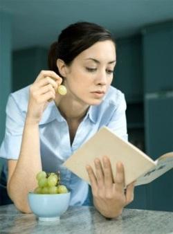 El número de artículos, foros y otros materiales y recursos dedicados al problema de la pérdida de peso, la dieta, la nutrición saludable es enorme en todas partes