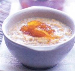 Daily diet wishing to gain a person's weight can start with a plate of oatmeal for breakfast