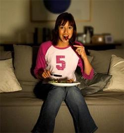 Opinión acerca de los peligros de comer delante de la televisión, creo, es muy exagerada