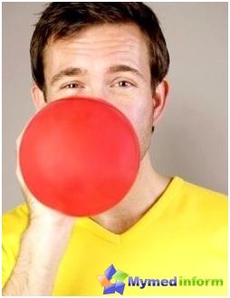 لمنع الربو القصبي، فإن البالونات الجوية مفيدة، لأن قدرة حياة الرئتين يزداد