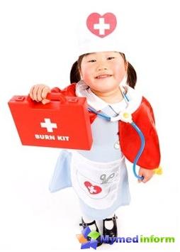 أول 8-10 سنوات من حياة طفلك ستكون ممرضات صغيرة وأطباء أكثر قليلا