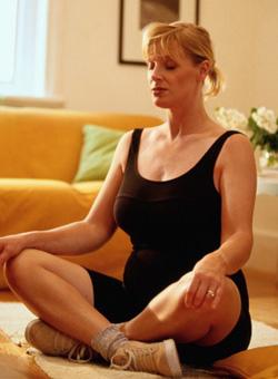 أثناء الحمل، الانخراط في الجمباز، والاستماع إلى الهدوء الموسيقى ولا تخف