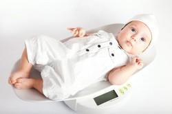 тегло на новородено, тегло на бебето, новородено, наддаване на тегло, развитие на бебето