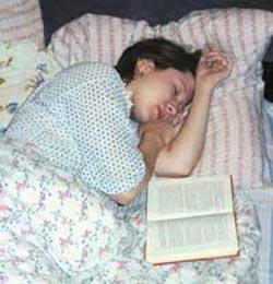 Hilft Ihnen beim Einschlafen, indem Sie ein Buch lesen, das Ihr Denken nicht anstrengt