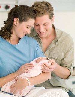 Родители с новородено