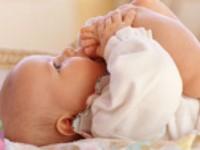 كيفية اكتشاف خلع الورك الخلقي الطفل