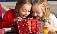 Ernährung eines Kindes mit Lebensmittelvergiftung