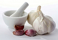 Garlic against allergies and acne baldness