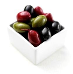 Както черните, така и зелените маслини имат много полезни за организма хранителни вещества, витамини и микроелементи.